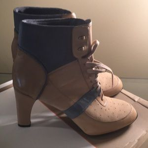 Cole Haan G Series Booties sz 9.5